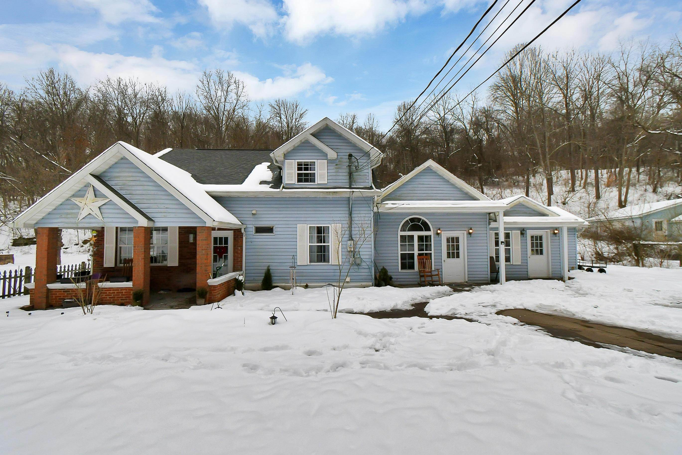 Single Family Homes por un Venta en 17955 Akron Buchtel, Ohio 45716 Estados Unidos