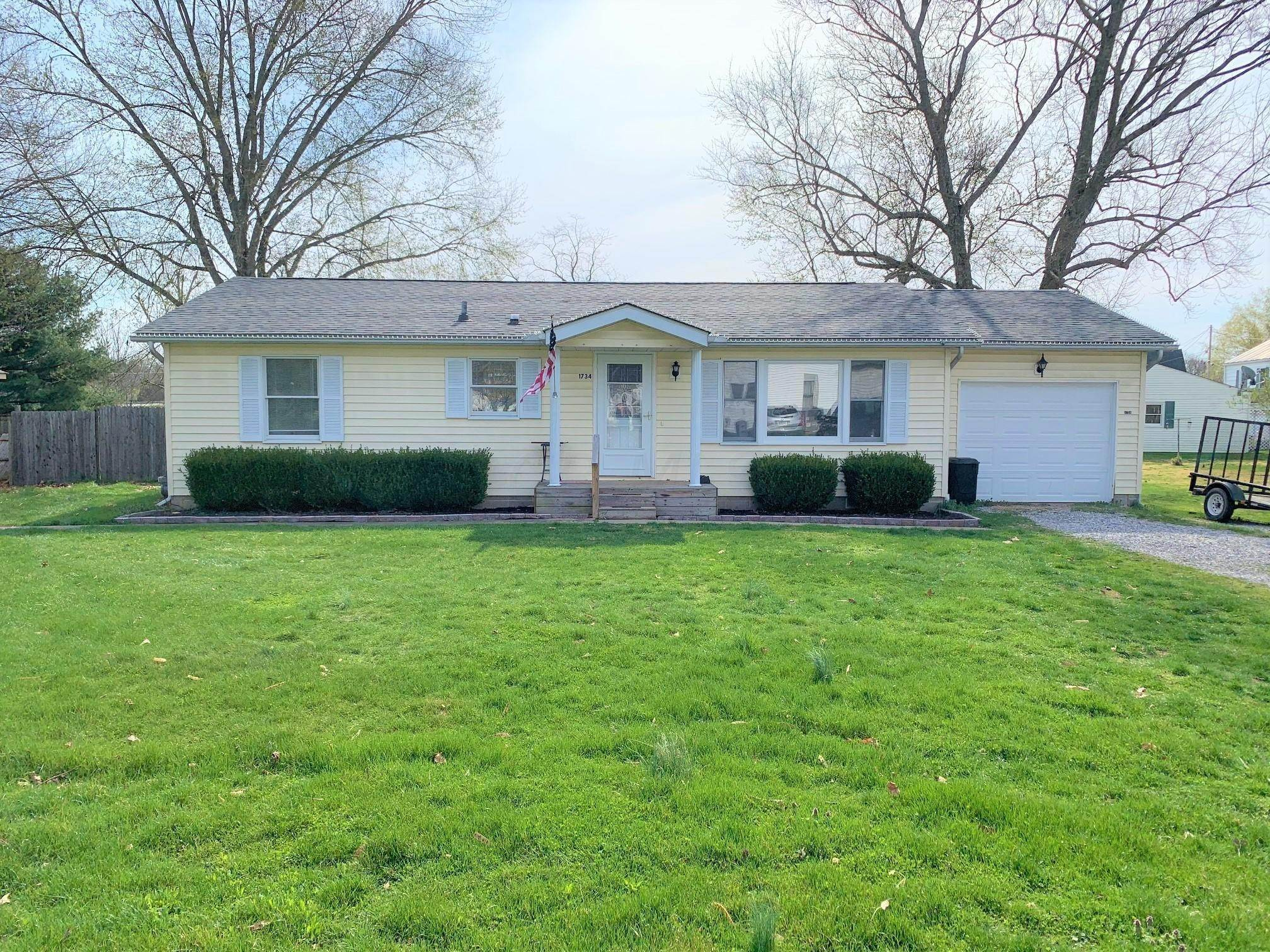Single Family Homes por un Venta en 1734 Hill Albany, Ohio 45710 Estados Unidos