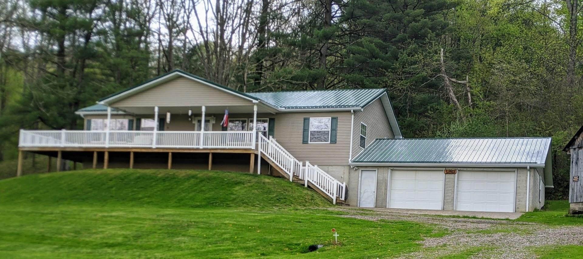Single Family Homes 为 销售 在 2188 Tatmans Corning, 俄亥俄州 43730 美国