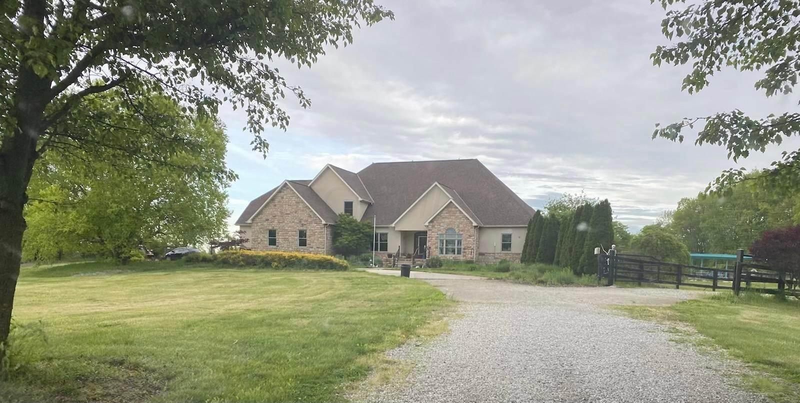 Single Family Homes por un Venta en 10704 Lockbourne Eastern Ashville, Ohio 43103 Estados Unidos