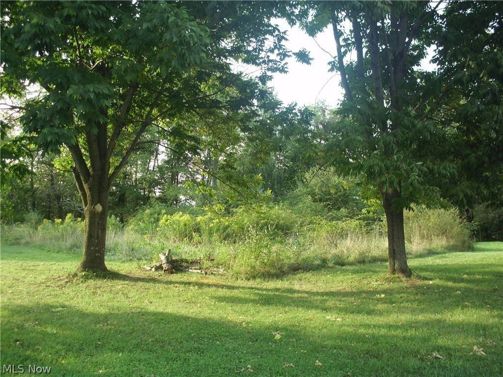 Residential for Sale at 1066 Evening Star Drive Roaming Rock Shores, Ohio 44085 United States