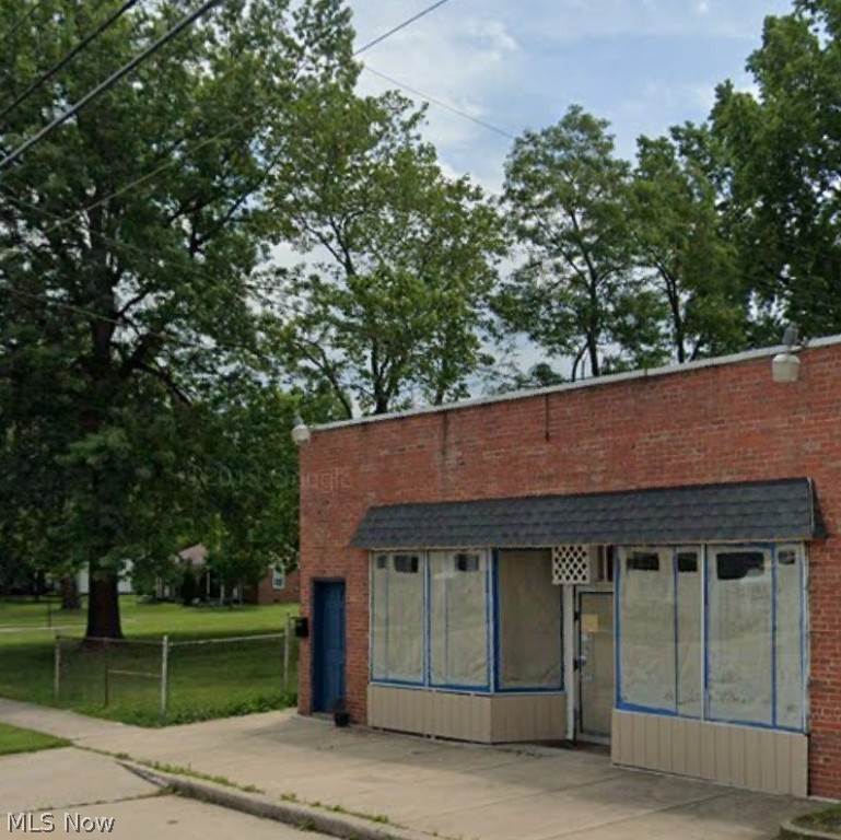Retail for Sale at 6775 Memphis Avenue 6775 Memphis Avenue Brooklyn, Ohio 44144 United States
