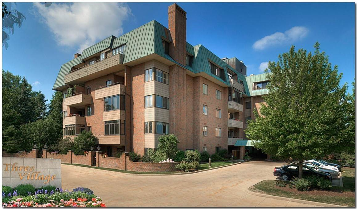 Condominiums for Sale at 5150 Three Village Drive Lyndhurst, Ohio 44124 United States