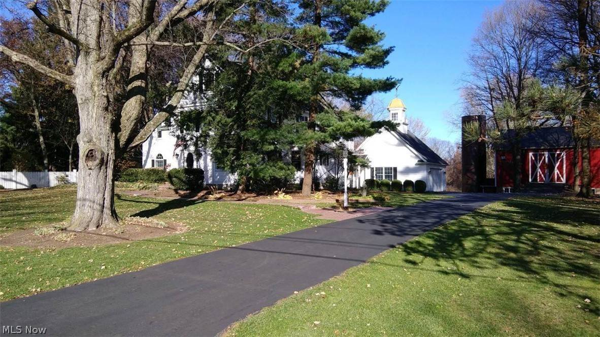 Single Family Homes for Sale at 2182 N Ridge Road 2182 N Ridge Road Vermilion, Ohio 44089 United States