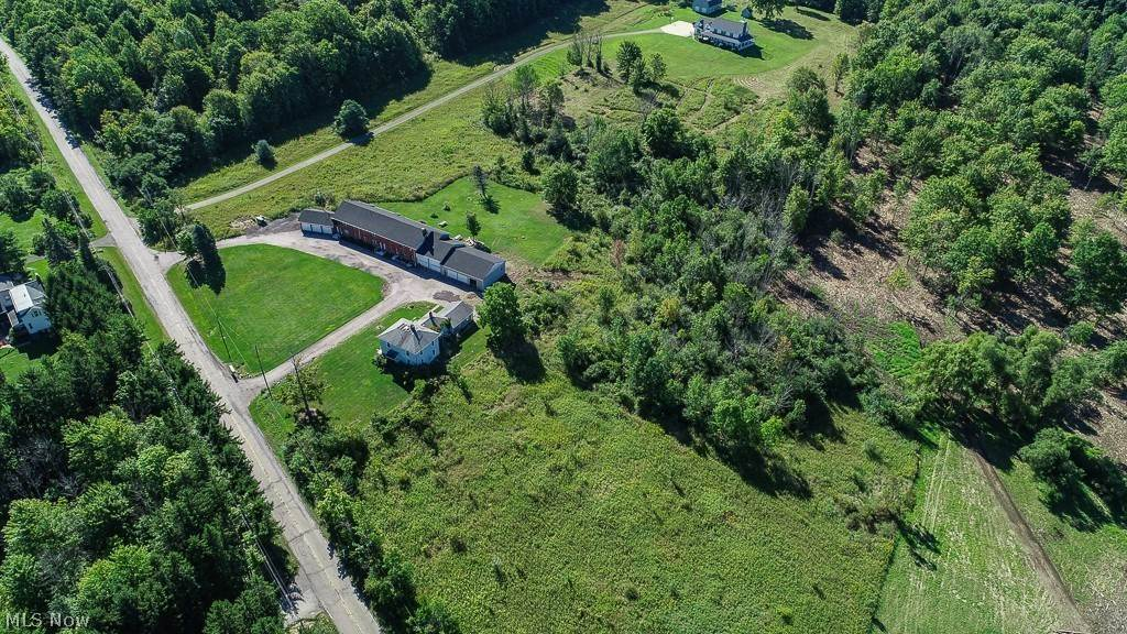 Single Family Homes for Sale at 10623 Mitchells Mill Road 10623 Mitchells Mill Road Chardon, Ohio 44024 United States