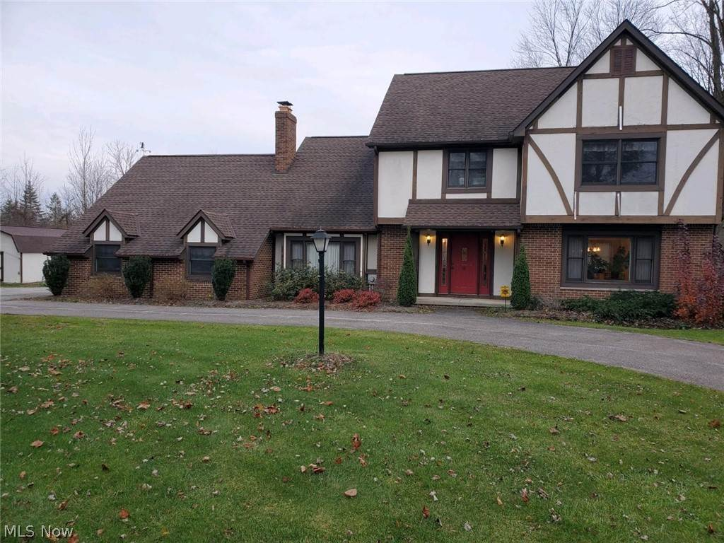 Single Family Homes for Sale at 11466 Eastridge Circle 11466 Eastridge Circle Chardon, Ohio 44024 United States
