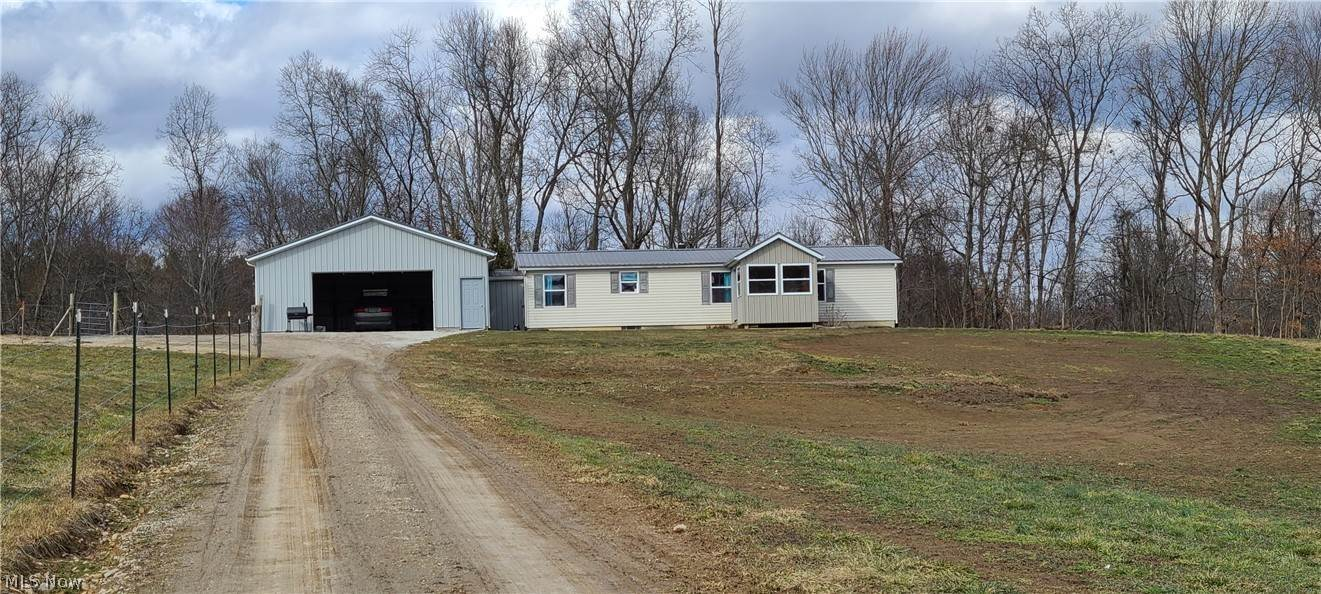 Single Family Homes en 17494 Salt Fork Road Newcomerstown, Ohio 43832 Estados Unidos