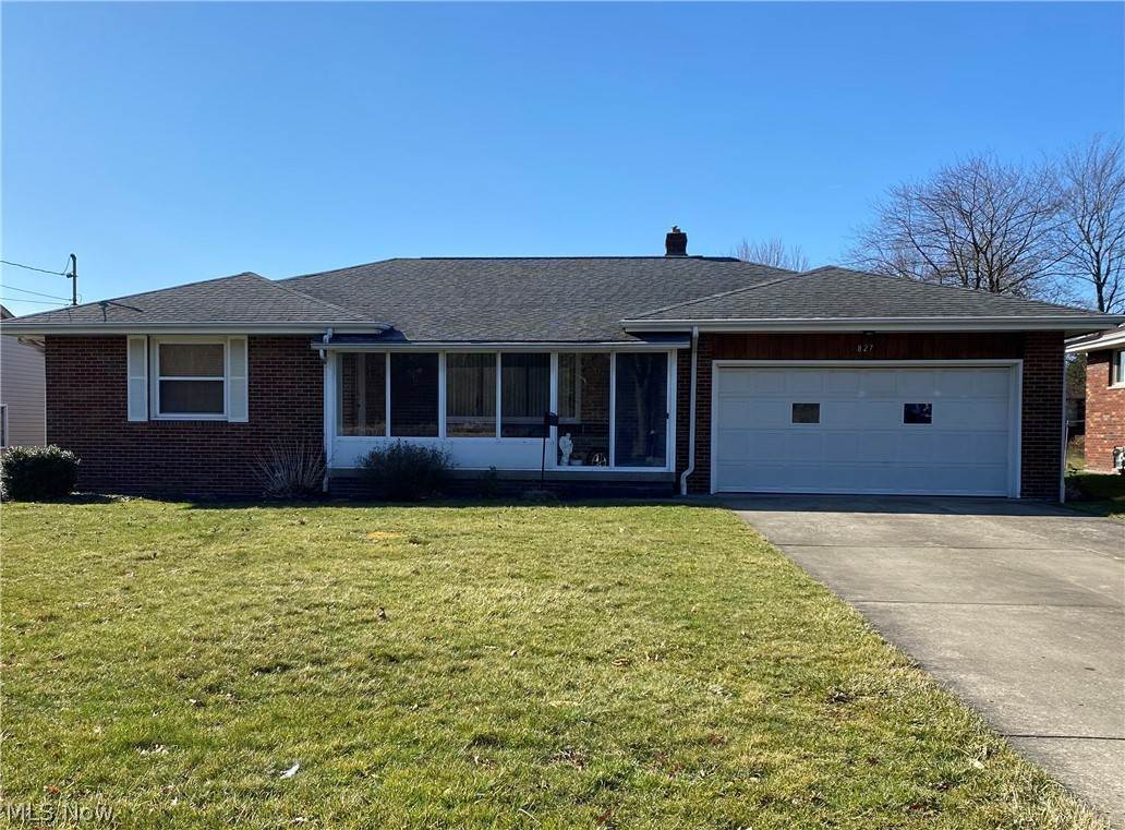 Single Family Homes for Sale at 827 Tenney Avenue 827 Tenney Avenue Campbell, Ohio 44405 United States