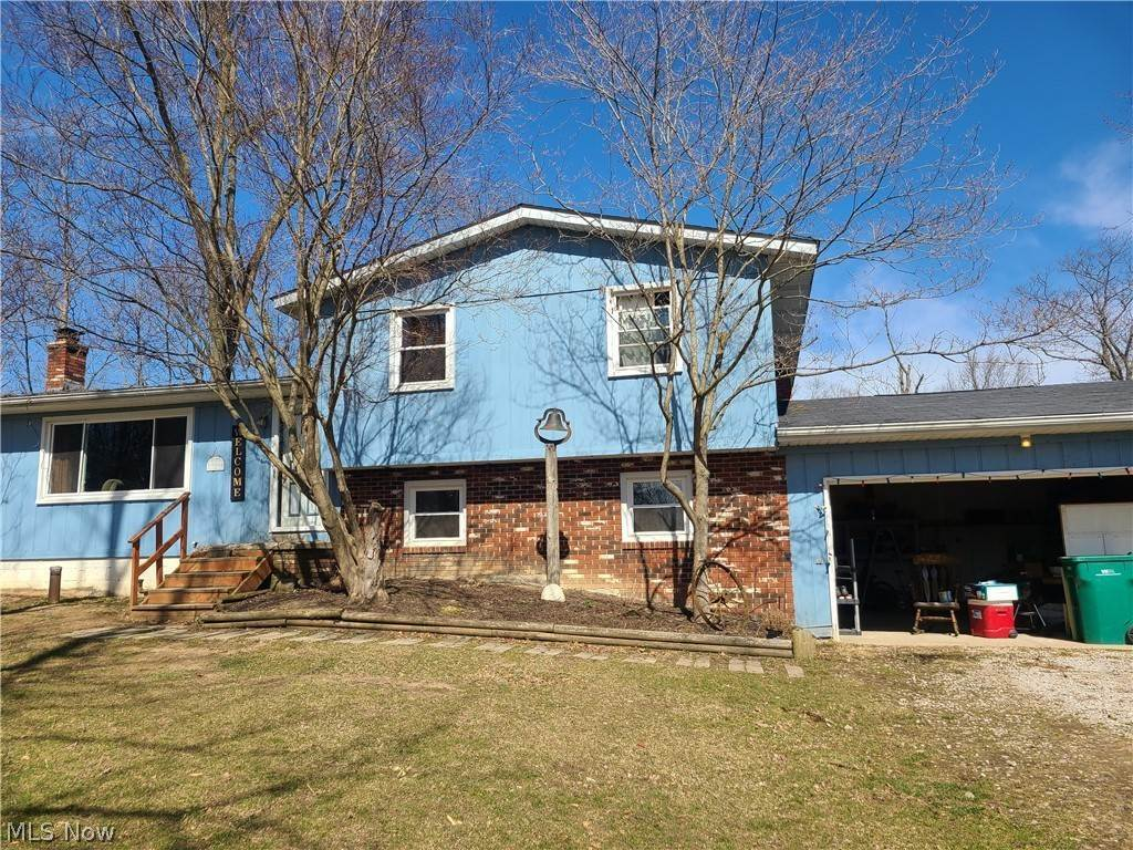 Single Family Homes for Sale at 6037 W West Salem Road 6037 W West Salem Road Burbank, Ohio 44214 United States