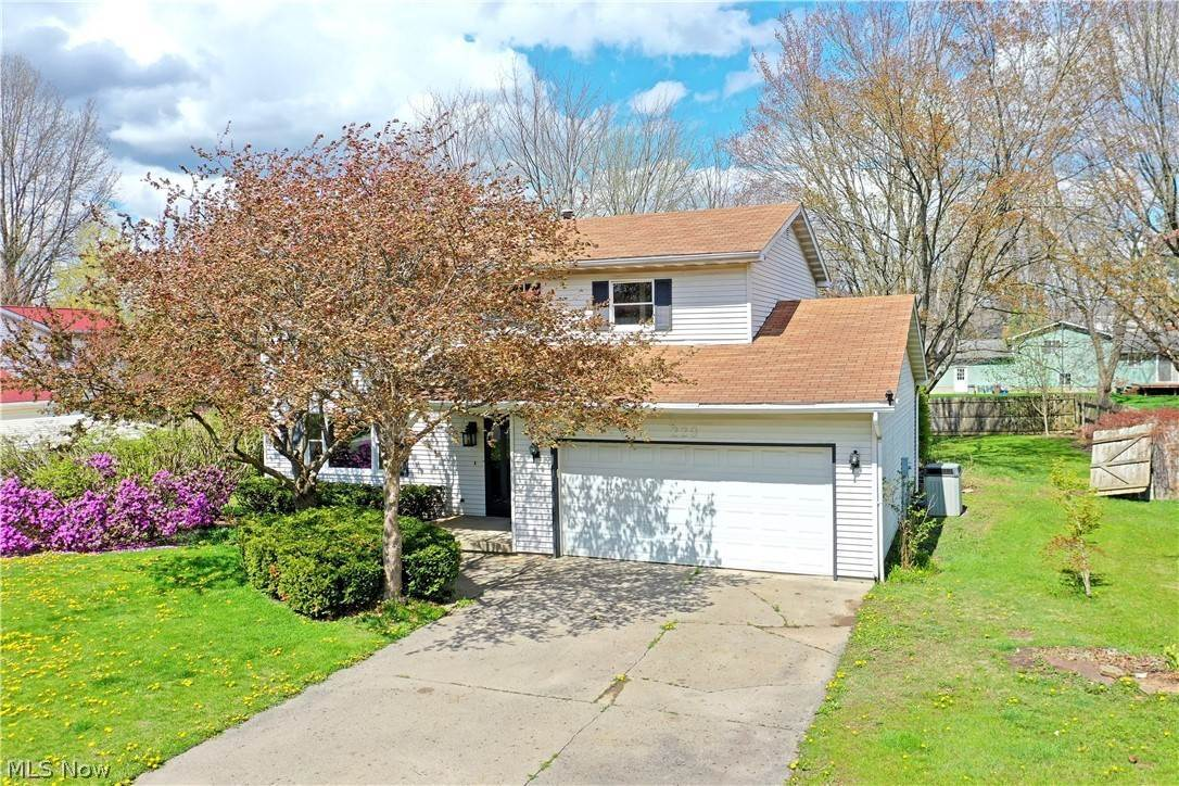 Single Family Homes for Sale at 229 Terre Hill Drive Cortland, Ohio 44410 United States