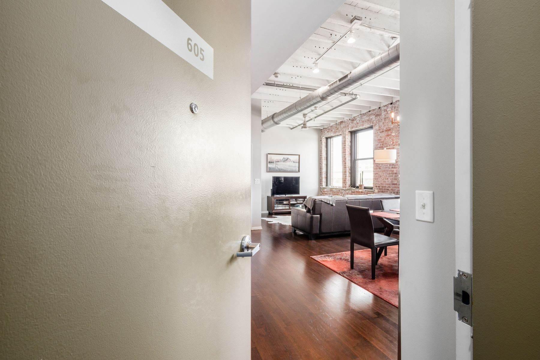 Condominiums for Sale at 78 E Chestnut Street 605 78 E Chestnut Street 605 Columbus, Ohio 43215 United States