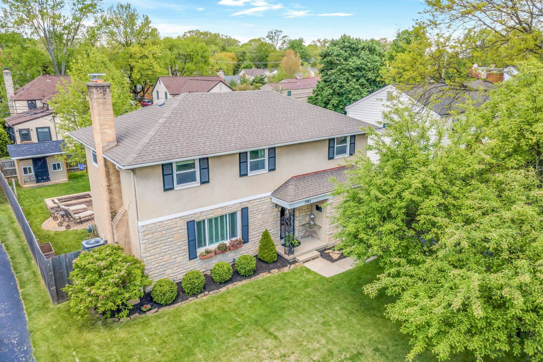 Single Family Homes for Sale at 2561 Northwest Boulevard Upper Arlington, Ohio 43221 United States