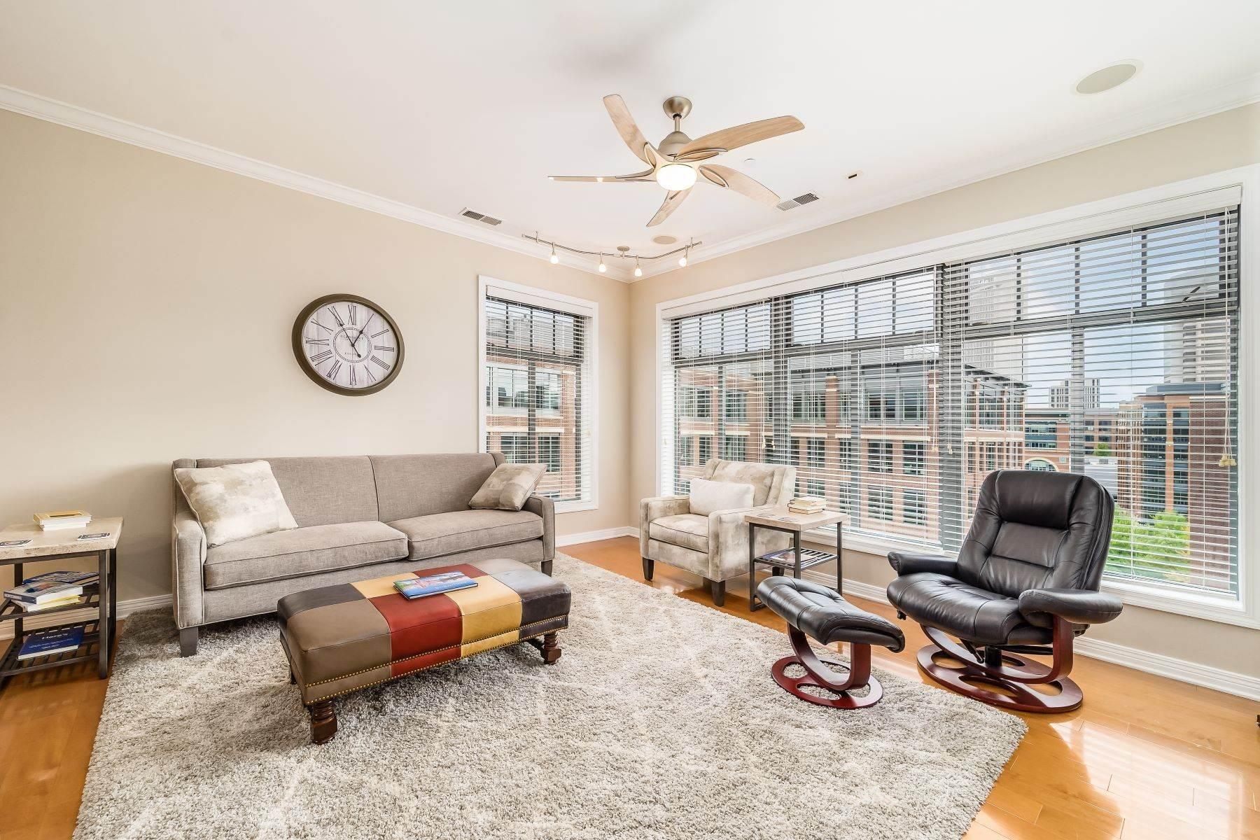 Condominiums for Sale at 251 Daniel Burnham Square 706 251 Daniel Burnham Square 706 Columbus, Ohio 43215 United States